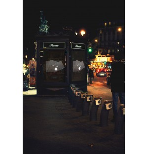 kiosque BUS photorealistic poster mockup night