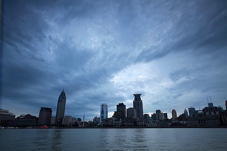 The Bund Of Shanghai Colonial Architecture Polytropic Cloud Huangpu River