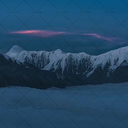Snow mountain burning cloud resmi