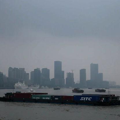 Huangpu-Flusskreuzschiff durch Rahmenphotographie