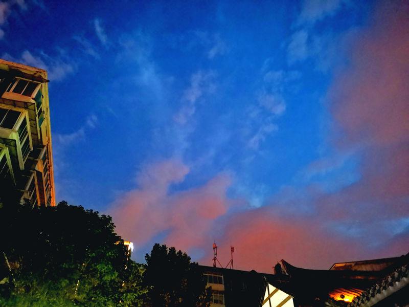 傍晚夜空照片