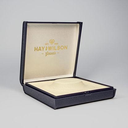 logo on jevelry box mockup