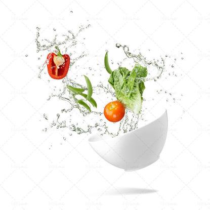 Spruzzata dinamica di verdure fresche png