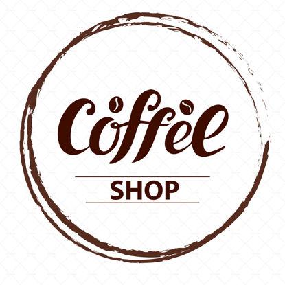 Logo della caffetteria, scenografia per striscioni, menu, tazze, imballaggi, adesivi in vetro, poster, volantini, brochure, poster del listino prezzi, adesivo del prodotto. Lettere marroni con chicchi di caffè in un cerchio. Illustrazione vettoriale digitale.