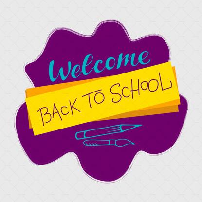 خوش آمدید بازگشت به مدرسه حروف دیجیتالی ، حروف آبی و بنفش روی لکه بنفش با مستطیل زرد ، قلم مو و مداد. سبک دودل. قالب مدرسه. تصویر برداری
